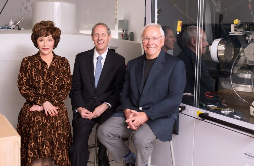Lynda Resnick, Caltech President Thomas F. Rosenbaum, middle, and Stewart Resnick in the Joint Center for Artificial Photosynthesis surface science lab at Caltech.(Caltech)